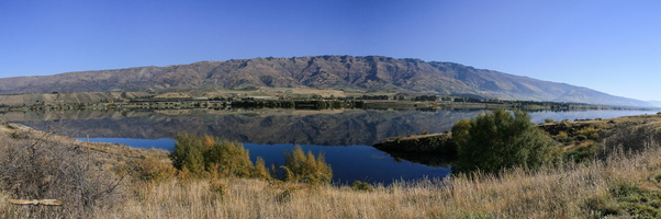 Lake Dustan - Panorama : click to zoom !