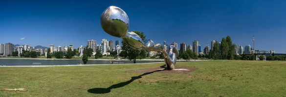 Freezing Water sculpture in Vanier Park - Click to zoom !