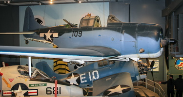 Douglas SBD-6 Dauntless & Grumman Wildcat (GM FM-1)
