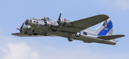 "Boeing B-17G Flying Fortress ""Sentimental Journey"""