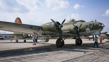 "Boeing B-17G Flying Fortress ""Thunder Bird"""